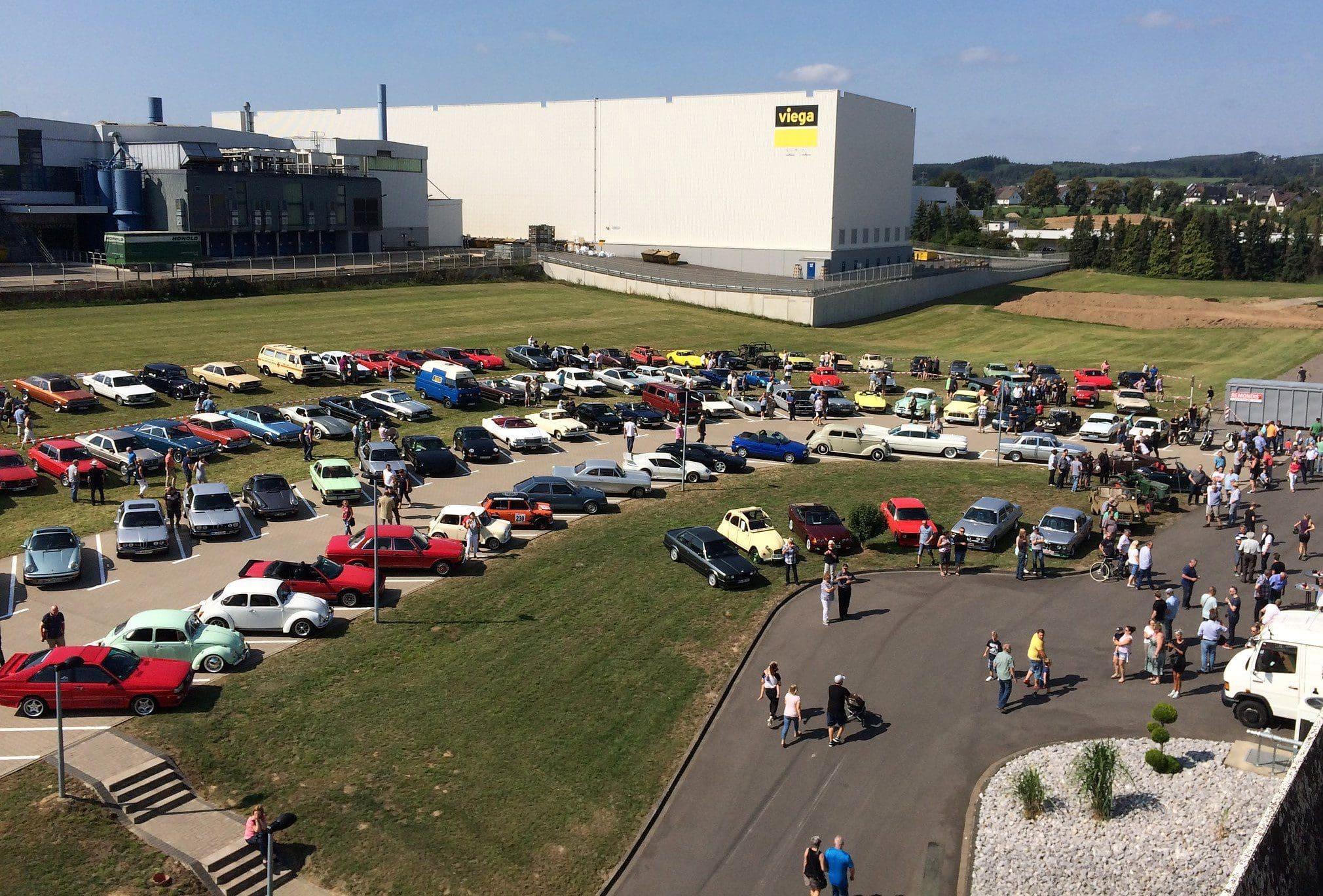 2. Sonntagsausfahrt in 2019, Oldtimertreff in Attendorn auf dem Gelände der Firma AFK @ AFK Andreas Franke Kunststoffverarbeitung GmbH & Co. KG